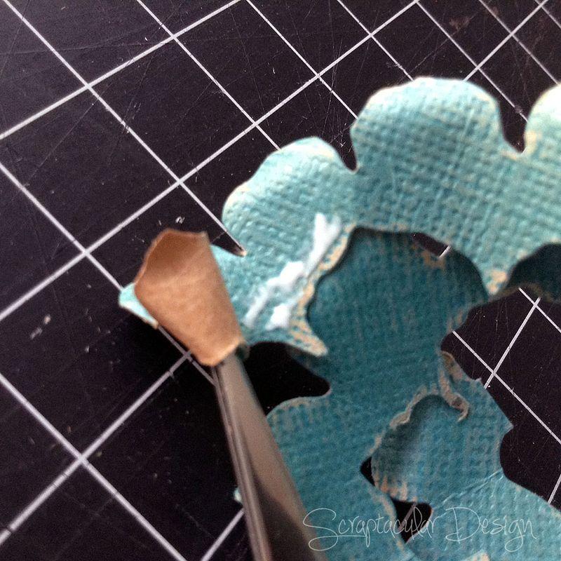 Bloemen maken- Tattered Pine Cone Die Roosjes  Stap 8