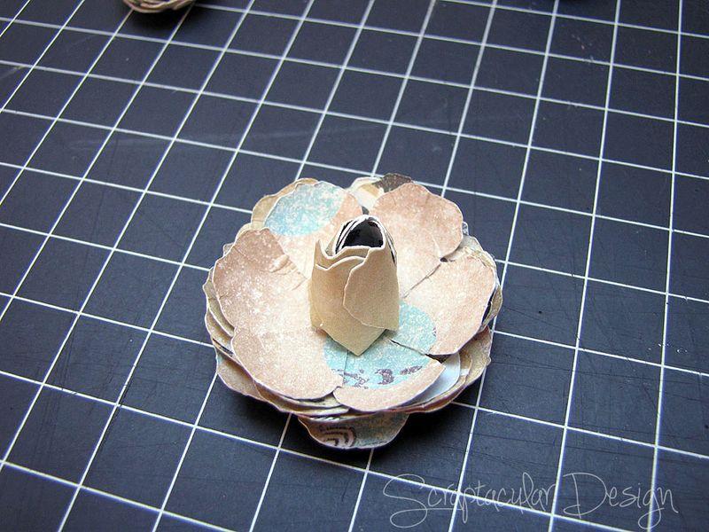 Bloemen maken- Tattered Pine Cone Die Roosjes  Stap 6