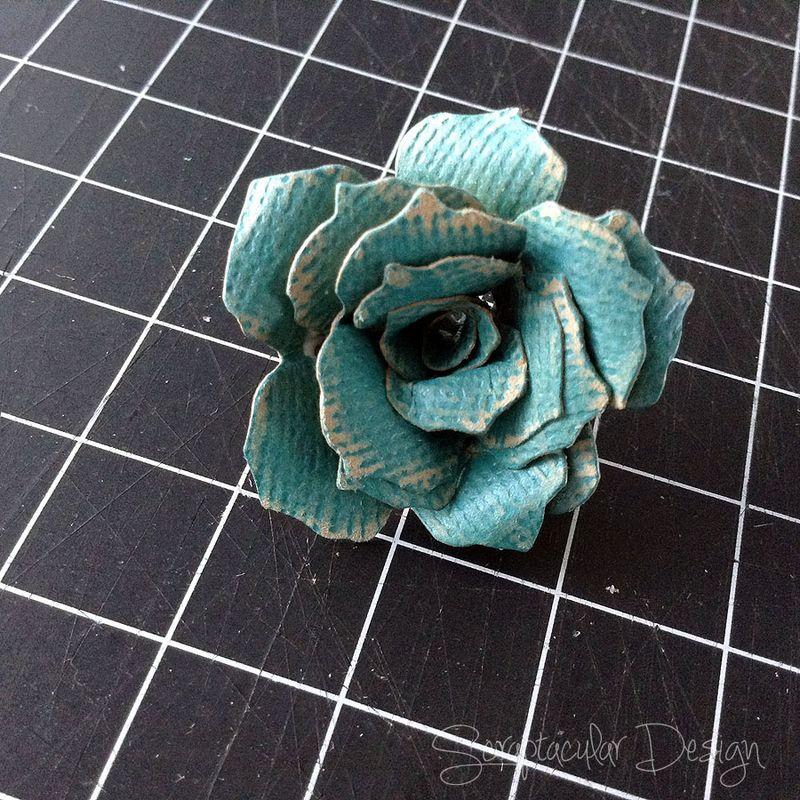 Bloemen maken- Tattered Pine Cone Die Roosjes  Stap 10