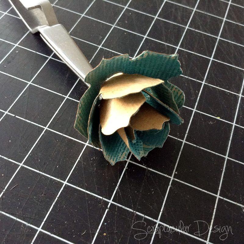 Bloemen maken- Tattered Pine Cone Die Roosjes  Stap 5