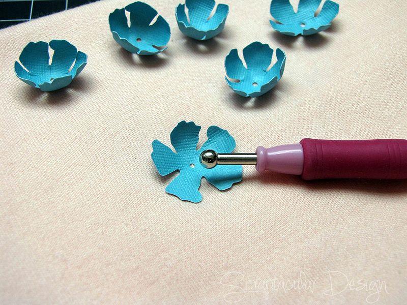 Bloemen maken- Tattered Pine Cone Die Roosjes  Stap 4